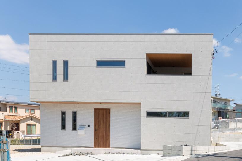 スクエア型の家の外観写真