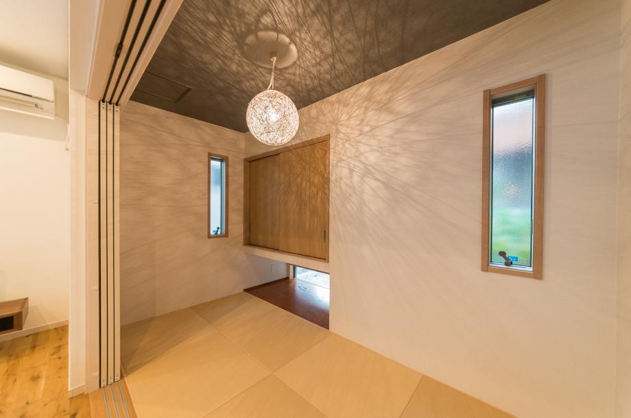 リビングの隣には4帖の和室を併設。