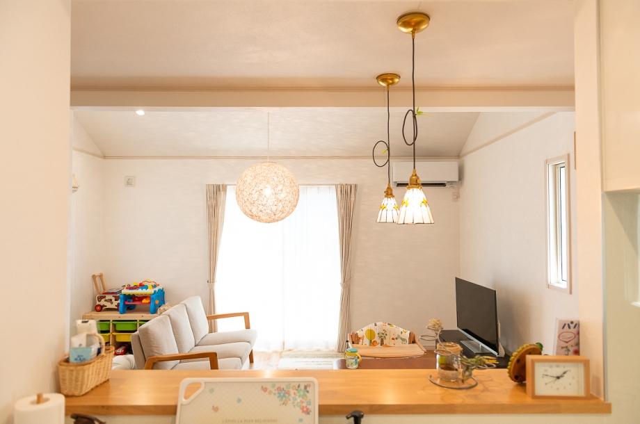 キッチンからの景色。手元を隠しつつも視野の広い対面キッチンは使い勝手もよく、家族とのコミュニケーションもとりやすくなります。