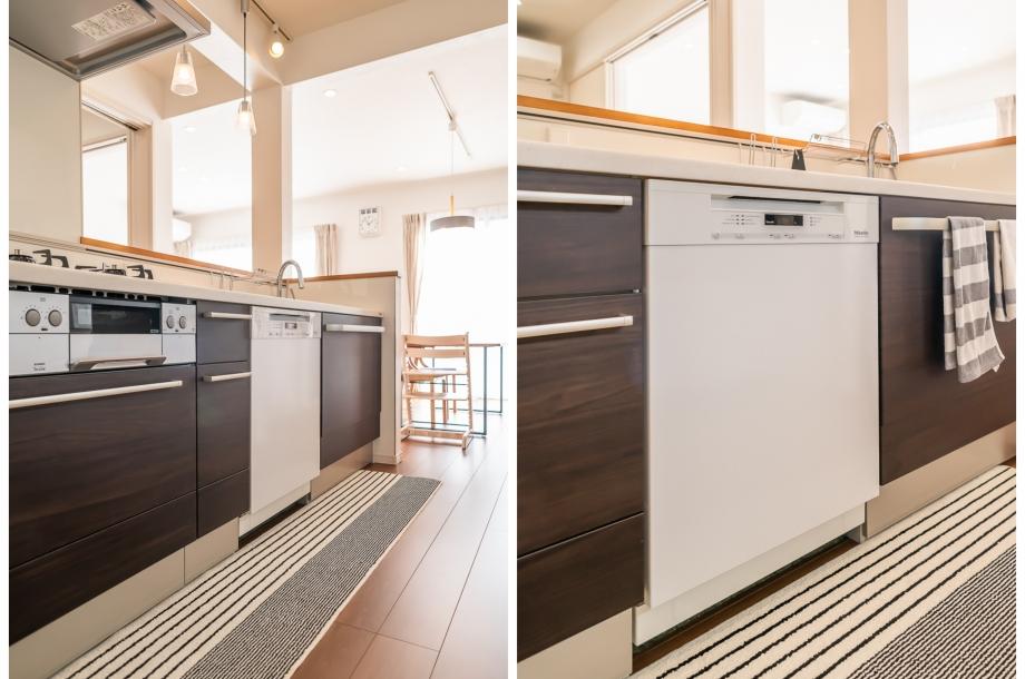 キッチンにはお施主様のこだわりが反映された海外製の大きな食洗器。家族4人分の食器や調理器具を一度に洗浄可能。