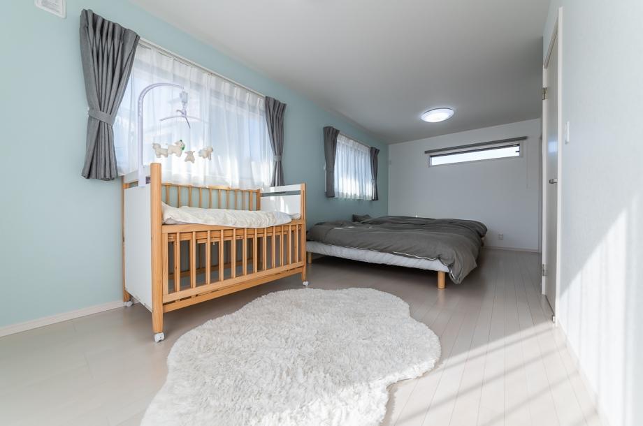 将来は二部屋に分割可能な子供部屋。お子様が小さいうちは家族みんなで大きな寝室としても利用可能。