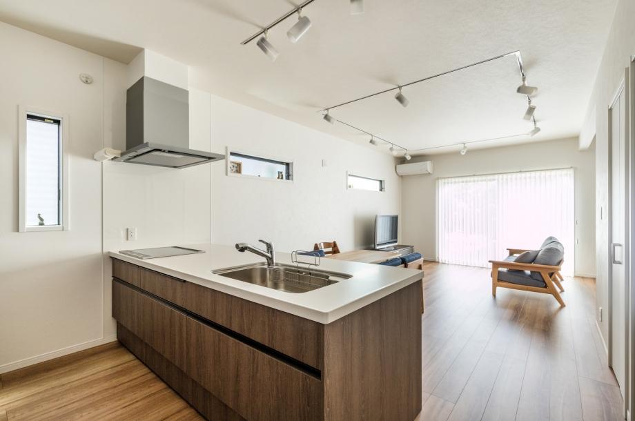 キッチン側からの景色もオープンで気持ちよく料理ができそうです。