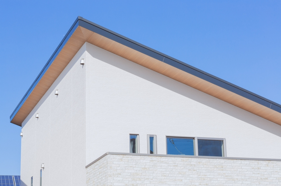 屋根の軒やバルコニーの貼り分けなど外観の立体感を出す工夫も随所に。